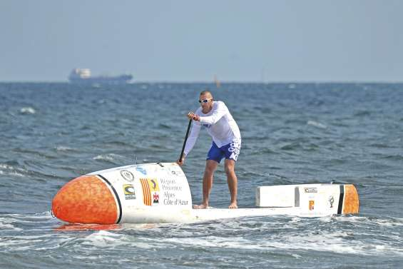 Il va traverser l'Atlantique en paddle sans assistance
