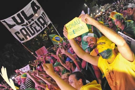 La présidente Dilma Rousseff au bord du K.O.