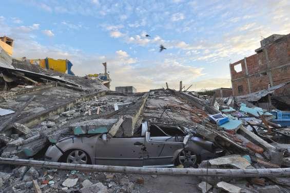 Au moins 272 morts après  un séisme d'ampleur historique