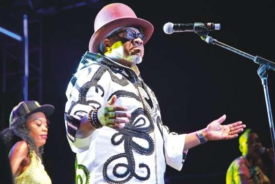 Le roi de la rumba, Papa Wemba, meurt sur scène