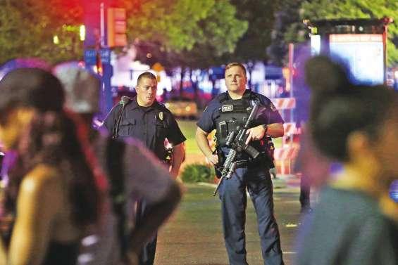Cinq policiers tués pendant une manifestation