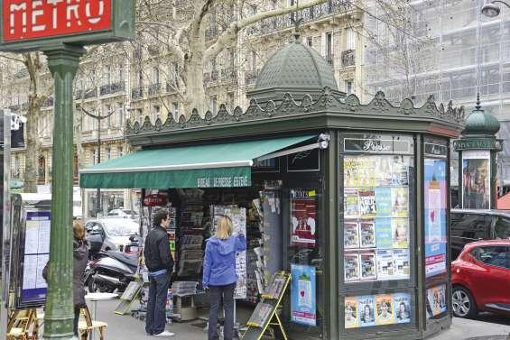 La fin des kiosques à journaux haussmanniens