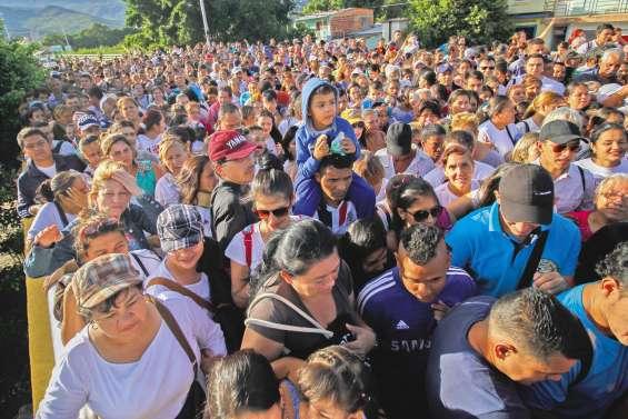 Les Vénézuéliens se ruent en Colombie pour s'approvisionner