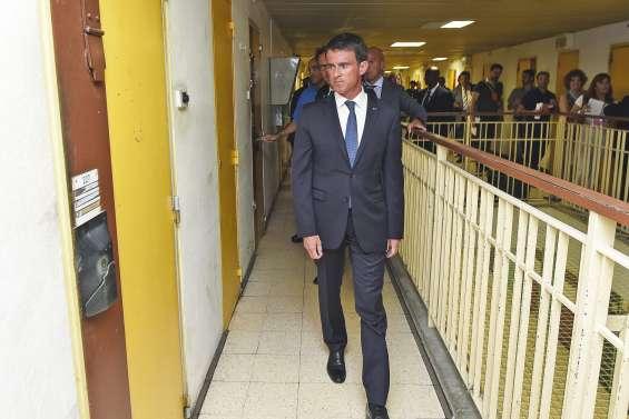 Surpopulation carcérale : Valls promet un plan
