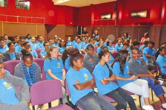 Les élèves découvrent une histoire épistolaire