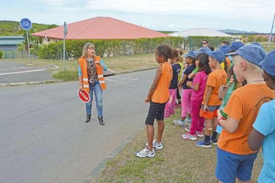 Les petits piétons de Téari à l'école de la rue