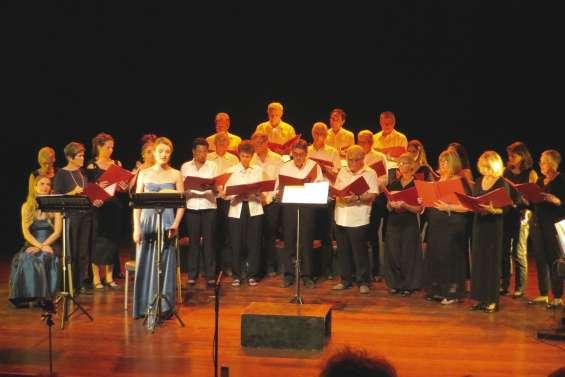 Un trio de chœurs a enchanté l'auditorium