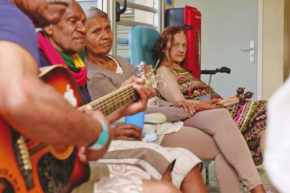 Alzheimer : les « aidants » appellent à l'aide