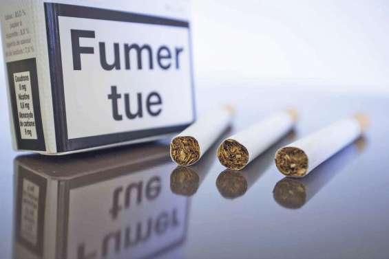 Tabac : les paquets neutres débarquent