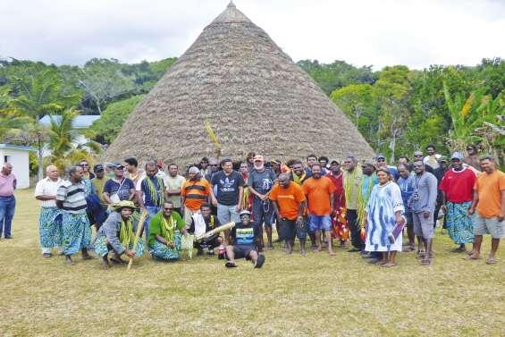 La minutieuse inspection  de la tribu de Jozip
