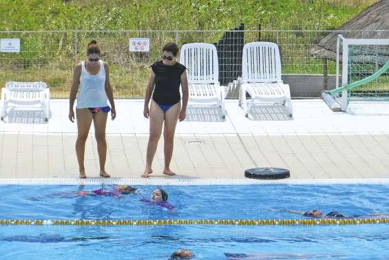De futures danseuses dans les bassins