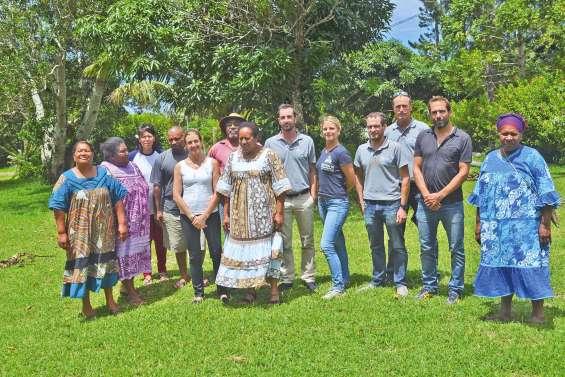 L'équipe de la mission Planète  revisitée en visite à Yaté