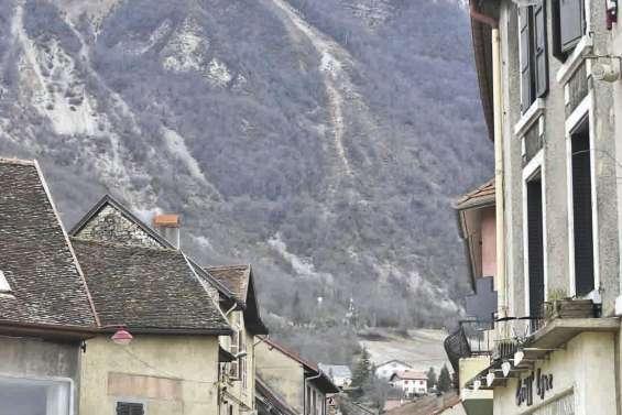 Un éboulement rocheux menace la commune de Culoz