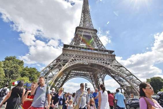 La tour Eiffel se refait une beauté