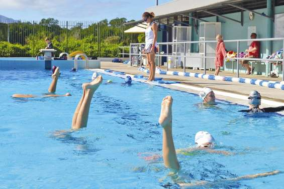 Les naïades se testent  à la piscine de Rivière-Salée