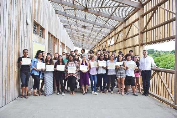 Les diplômés de Païamboué retrouvent leur collège