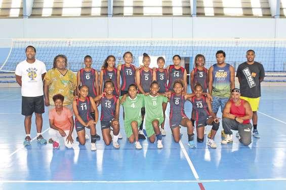 Les jeunes joueuses de Lifou  se préparent pour les Volleyades