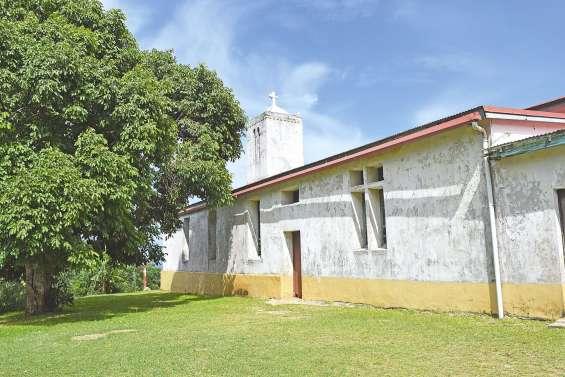 L'église paroissiale de Waala  attend son heure