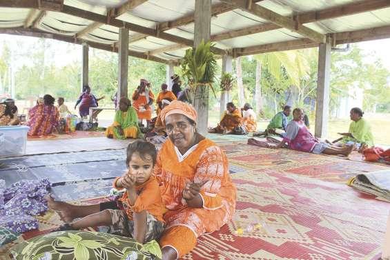 Les femmes de Lifou mettent  en vente leur savoir-faire à Siloam