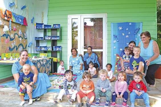 Les petits artistes exposent à la garderie