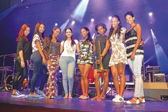 Mulatason, huit filles pour un « show muy caliente »