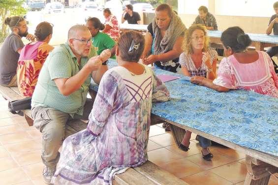 Les bulletins remis aux parents en tribu