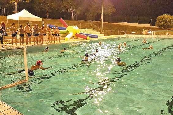 Les rugbymen se jettent à l'eau