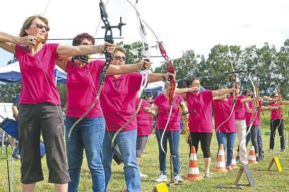 Les dames décochent leurs flèches chez les Archers