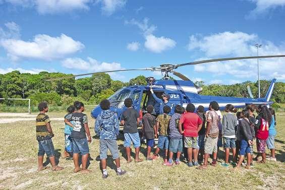 L'hélicoptère de la gendarmerie en visite au collège