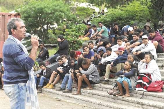 Débrayage « civique » et échanges  à réitérer sur les violences scolaires
