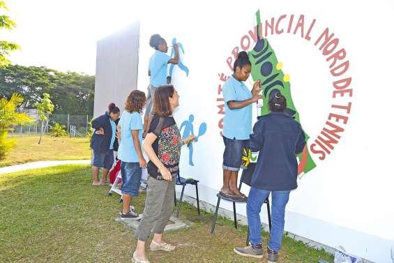 Les CAP embellissent les murs du club de tennis