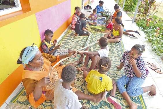 Les écoliers de Tiga rompent  leur isolement à Luengoni