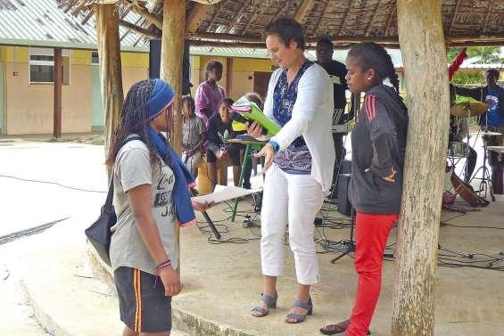 Les diplômés orientent les plus jeunes