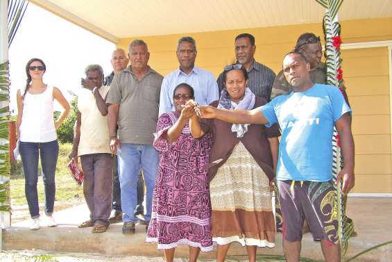 Trois nouveaux propriétaires heureux à Kunié
