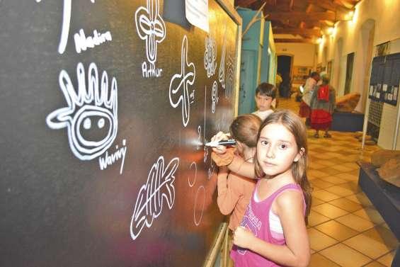 Les pétroglyphes ont investi le musée