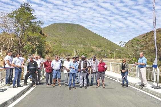 Le pont Brinon libère  la voie à Sarraméa