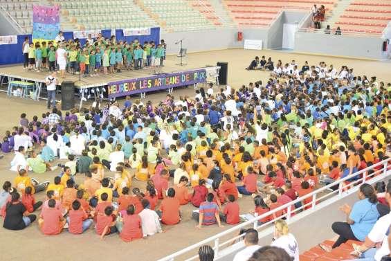 Mille écoliers réunis pour la paix