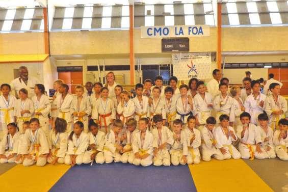Un tas d'amis sur le tatami de La Foa