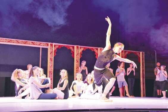 La Bayadère, spectacle coloré interprété par des danseurs étoile