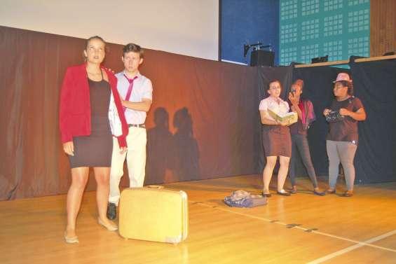 Les comédiens du lycée font salle comble