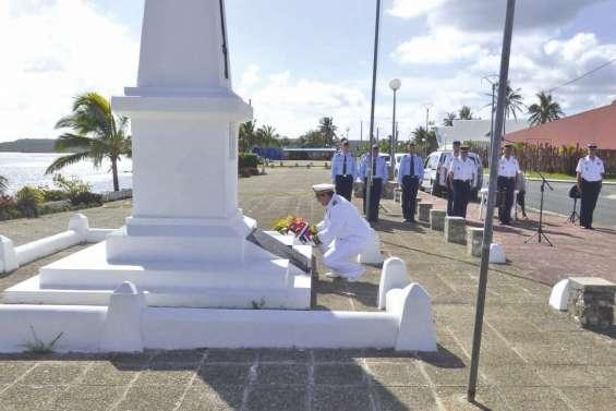 Une commémoration en comité restreint