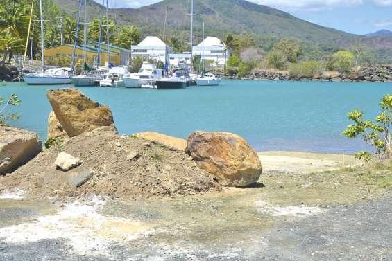 Une mise à l'eau  toujours fermée au port