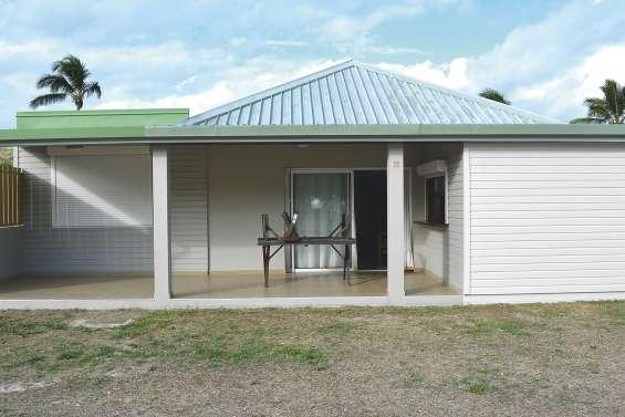 Les personnes à mobilité réduite  ont leur bungalow à Poé