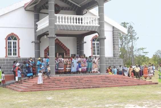 Consécration de deux diacres  à la paroisse de Siloam