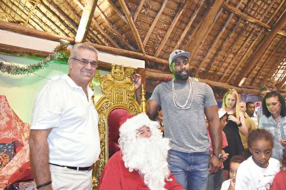Le père Noël et Teddy Riner lancent officiellement les festivités de Noël