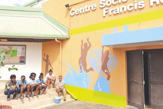 Des jeunes ont embelli leur centre socioculturel