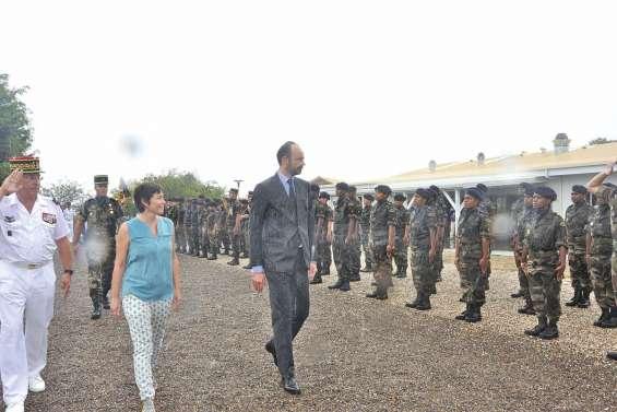 Édouard Philippe en visite au RSMA-NC de Koumac
