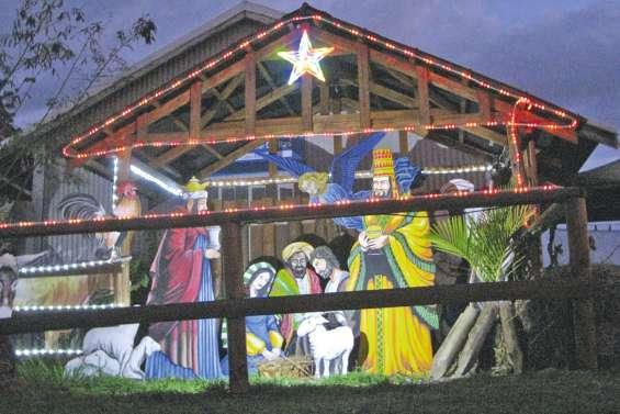 Lumière sur la crèche de Noël paroissiale