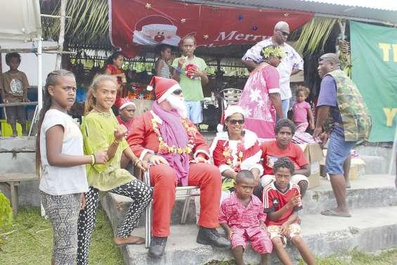 Les croisiéristes ont fêté Noël  avec les enfants du Wetr