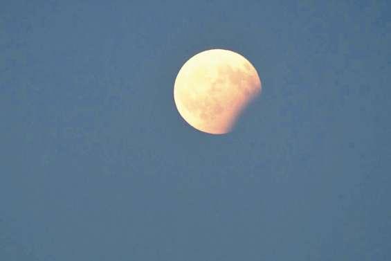 La « Super Lune bleue de sang »  lance l'année astronomique